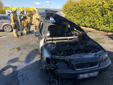 Bilen var fullstendig utbrent etter at den tok fyr fredag morgen.
