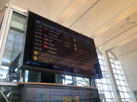 FORSINKELSER: Flere tog er innstilt i Drammen tirsdag ettermiddag.