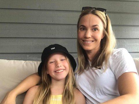 GLEDER SEG: Selv om hun ikke fikk førstevalget gleder Hedda Jakobsen (8) seg til å være med på sommerskole. Mamma Synnøve Sørensen synes det er et godt tilbud for barna i sommerferien.