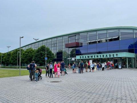 KØ: Lørdag formiddag var det flere som hadde tatt turen til Drammensbadet.