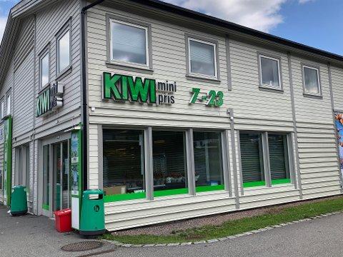 KASTE: Kiwi Åskollen har hatt en feil på frysemaskinene og må derfor kaste mange varer.