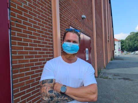 Kristian (33) fra Sverige sier han er takknemlig for at Drammen kommune lot han få en av vaksinedosene deres.