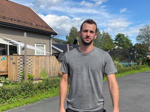INNSATS: Alex Asdal (34) bidro med å slukke brannen som startet i vedboden i Krokstadelva.