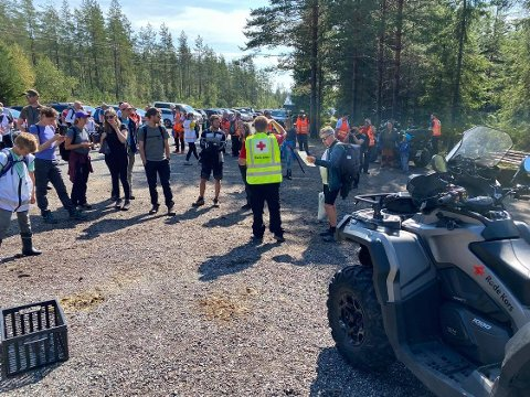 SUKESS: Christian Hollie i Røde Kors var fornøyd med fredagens meteorittsøk sammen med mannskap og lokalbefolkning.