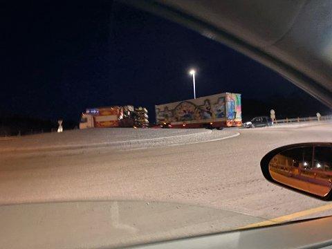 Flere tivolibiler fikk kjøreforbud av politiet på E18 i Vestfold. Bilene kjørte mot Drammen.