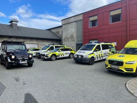 AKSJON: Her er politiet samlet etter gårsdagens politiaksjon i Vikersund. Tre personer ble pågrepet, mens en person ble pågrepet utenfor politidistriktet onsdag.
