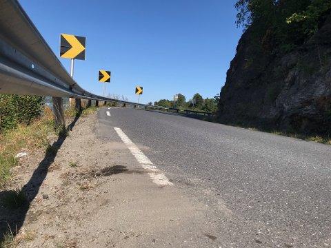 SKARP SVING: I denne svingen ved Ullhaugtoppen kolliderte motorsyklene tidligere søndag.