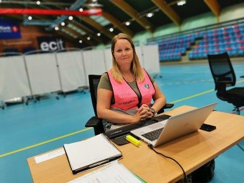 Vaksinekorrdinator Kristina Vejlgaard i Drammen kommune synes det er trist å måtte kaste rundt tusen vaksinedoser.