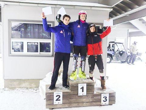 VANT IGJEN: Lucas Braathen klatret til topp både fredag og lørdag. Her fra slalåmpallen lørdag. Kaspar Kindem ble nummer to, mens Atle Lie McGrath ble tredjemann.