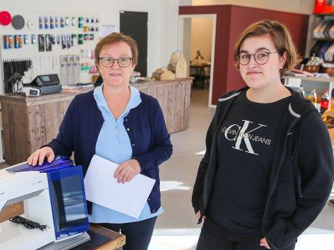 Mandag åpnet Hege Sørvang og datteren Kaia Alekse Embersland (21) butikken Embertex i Torgkvartalet i Mjøndalen. Foto: Tor Christian Ødegaard, Eikerbladet