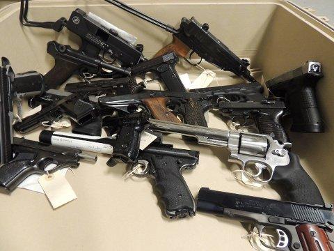 BESLAGLAGT: Gjennom «Operasjon Bonanza» har Sørøst politidistrikt beslaglagt over 2.000 våpen. Foto: Politiet