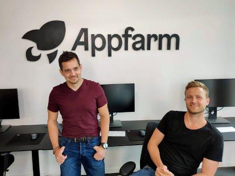 BARNDOMSVENNER: Ole Borgersen og Simon Larsen fra Mjøndalen sa opp jobben og startet selskapet Appfarm.