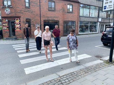 PÅ BEFARING: Silje Solvang tok politikerne på en runde i Mjøndalen i sommer.