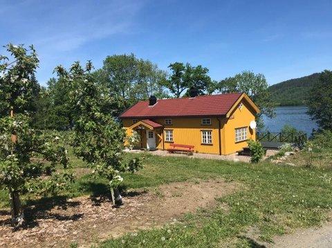 TO HYTTER: Folk klorer etter hytter i Norge. I Øvre Eiker ligger det bare to hytter ute til leie på Finn.no