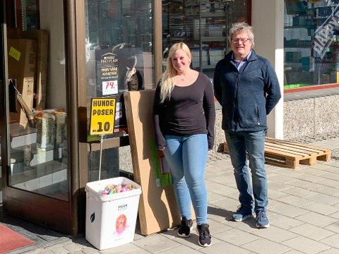 NYE LOKALER: Butikkansatt Marthe Odden og daglig leder Bjørn Michelsen er storfornøyd med nye lokaler i Arbeidergata.