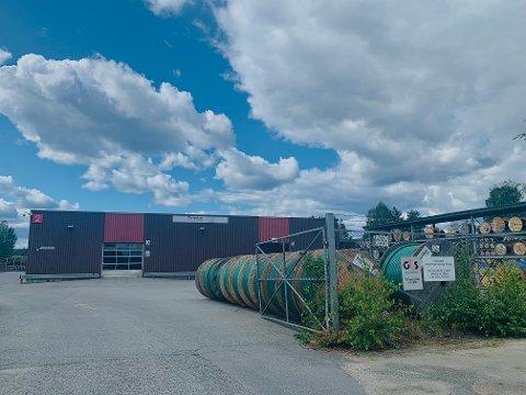 STJÅLET: Minst fire tonn kobber skal ha blitt stjålet fra Draka Norsk Kabels som har et lagerhus på Loesmoen.