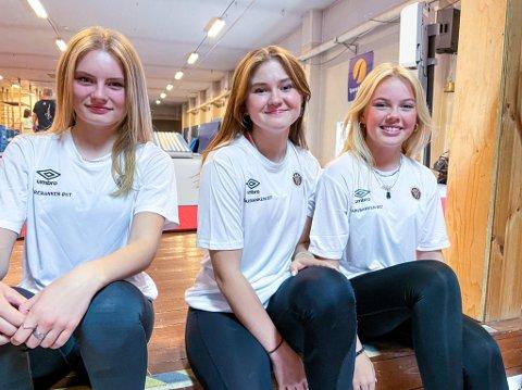 TURNLOFTET: Tina Gøthesen, Evine Leireng og Isabell Thorsbye er glade for å endelig kunne trene på Turnloftet i Mjøndalen igjen.
