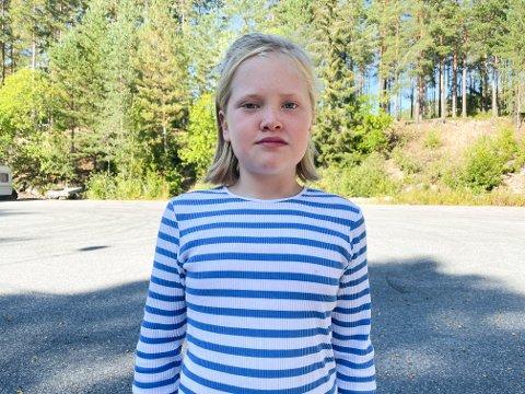 FARLIG VEI: Lilje Sofie Lind (9) synes det er ekkelt å gå ved krysset ved Nordlysveien og Ulevannsveien og går derfor aldri der uten moren sin.