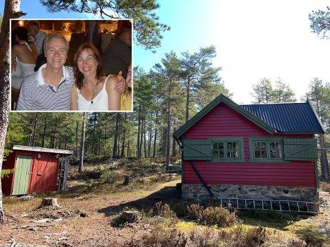 SELGER: Svein og Line selger hytta si i Krokstadelva.