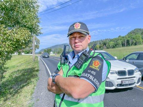 Innsatslederog politioverbetjent i Sør-Øst politidistrikt Benny Olsen forteller at det vil bli utfordrende å hente ut bilen.