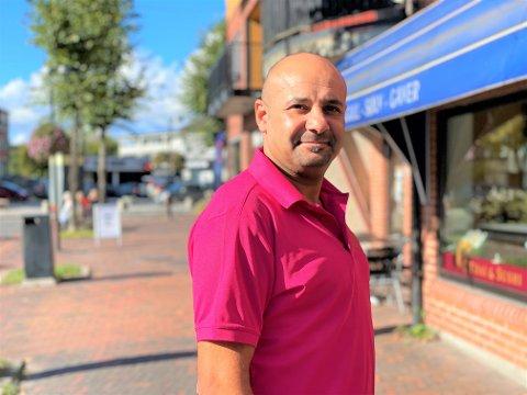 NY RESTUARANTSJEF: Ahmed Badie er ny restaurantsjef hos Maitree Thai & Sushi i Hokksund. Han har store planer for restauranten og Hokksund by.