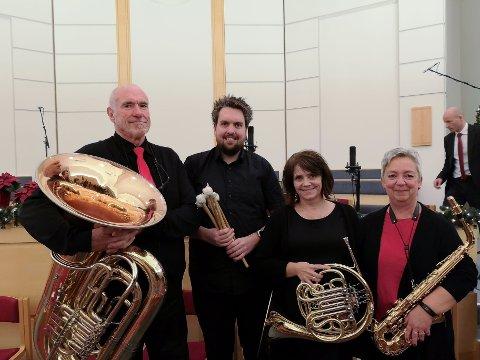 Enebakkinger spilte i Lillestrøm byorkester på Jul i Toner-konsert. Fra venstre: Arne Borgen, Audun Borgen, Mona Sikkerbøl og Mona Sanne spiller i Lillestrøm byorkester.