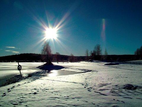 DETTE VIL VI HA: Solfylt vær som her fra badeplassen ved Våg.