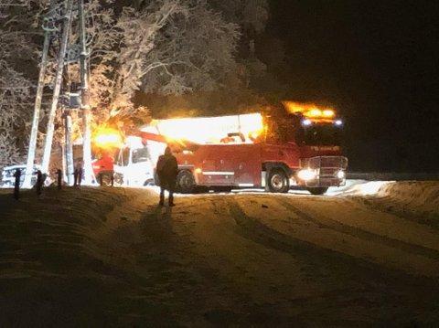 To bergingsbiler måtte til for å få lastebilen på rett kjøl.