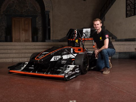 Vegard Skjefstad fra Enebakk bygger racerbiler i verdensklasse med NTNU-studentene.