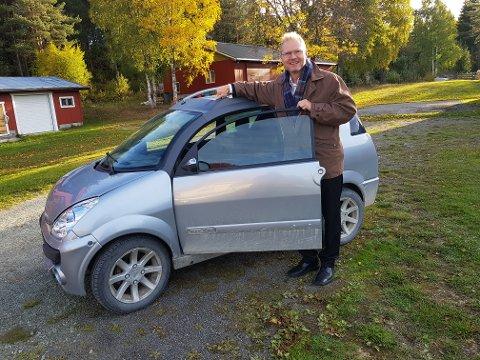 FORNØYD: Stortingsrepresentant Tor Andre Johnsen (Frp) tror 16-åringer får en bedre trafikkerfaring med å kjøre mopedbil.