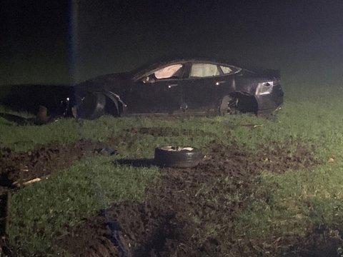 Bilens ferd stanset på et jorde ved Ekebergveien i Frogn.