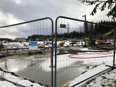 BRØT SEG INN HER: På denne byggeplassen i Ski var det uvedkomment besøk i helgen.