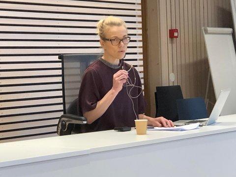 ORIENTERTE: Kommuneoverlege Kerstin Anine Johnsen Myhrvold forteller om fire nye tilfeller av det muterte viruset.