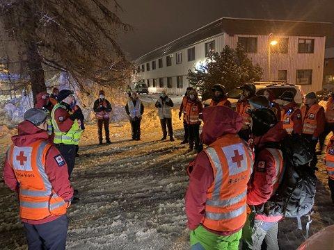 Mange frivillige fra Røde Kors deltok i arbeidet etter raset i Gjerdrum. Her er mannskap fra Røde Kors før søk ved rasområdet.