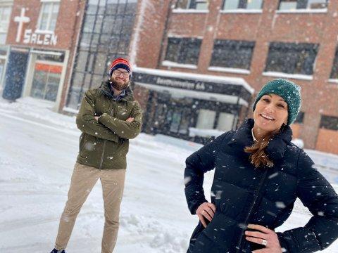 ÅPNER I SKI: Privatistskolen Sonans åpner i Ski til høsten. Rektor Tina Moger-Olsen og naturfaglærer Nedim Kasumacic gleder seg til å ta i mot studentene.