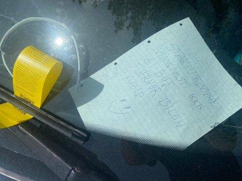TRYGLET: Denne lappen la Kristian Jahr i frontruta da han fikk startproblemer på den kommunale parkeringsplassen. Likevel fikk han en parkeringsbot på 900 kroner.