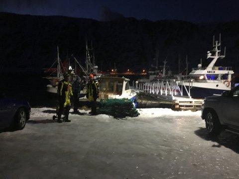 ORDNET SELV: Lokale folk fikk sikret båten før brannvesenet kom til stedet.