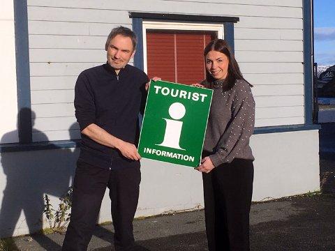 Velkommen til oss: Martin Hansen og Marianne Berg ønsker velkommen til deres nye lokaler nede i havna.
