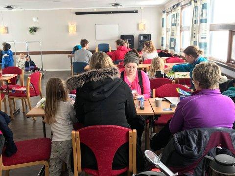 KAFE FOR VÆRFASTE: Hanne Merete Nilsen tok initiativet til å invitere nordvåginger til kafe på NIL-huset.