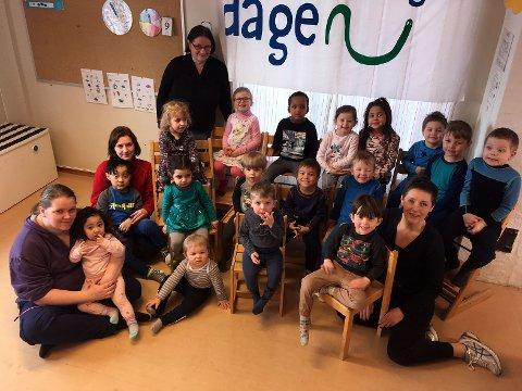 Barna i Skårungen barnehage har forsket på is, snø og vann.
