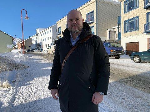 SPENNENDE OPPDRAG: Fred Johansen i Eiendomsmegler1 har fått oppdraget med å selge skolebygget i Skarsvåg.