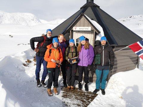 Nye turledere i Nordkapp og omegn turlag. Fra venstre: Jostein Vae, Wenche Dahl, Ellen-Johanne Kvalsvik (instruktør), Guro Martinsen, Karin Rustad og Oskar Johansen.