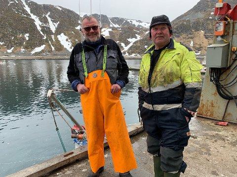 Bengt Altamann (71) og Lars Simonsen (68) er glade for at de kan bruke tiden som pensjonister på å fiske. - Dette er en drømmetilværelse sier de.
