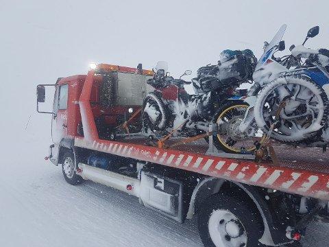 Dårlige forhold: Det er ikke forhold for motorsykler på sommerdekk i dag....