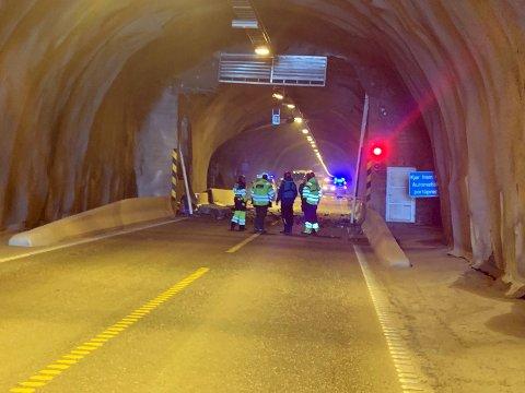 Deler av tunneltaket ligger i veibanen.