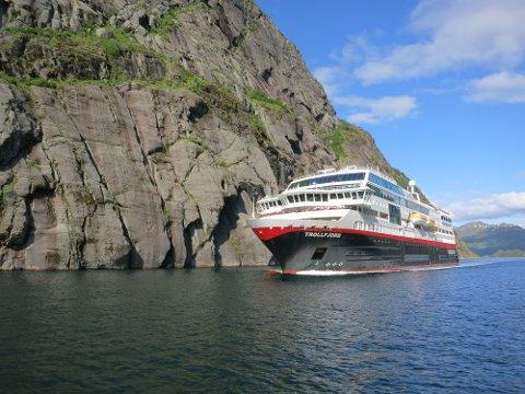 HELE KYSTEN - HELE ÅRET: Fra 2021 skal Hurtigruten starte ekspedisjonsseilinger langs norskekysten - med hybridskip. Foto: Marius Lietaer/Hurtigruten