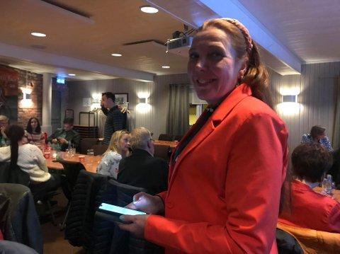 SKUFFET: Kari Lene Olsen (Ap) synes valgresultatet var nedslående. Bildet er fra valgkvelden på Corner.