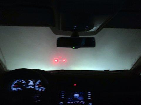Det melder vind opp i sterk kuling fra sørøst på søndag. Det blir neppe slike kjøreforhold som bildet viser, men meteorologen fraråder folk til å legge ut på kjøretur på søndagen.