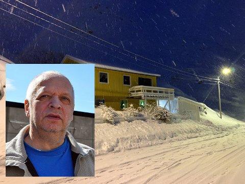 Ingen ble skadet: Steinar Olsen (innfelt) er glad for at veien er sperret av og at raset ikke klarte å knuse garasjen hans på nytt.