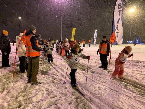 Bildet viser et av NILs tirsdagsrenn. I ettermiddag er det klart for skikurs og smørekurs i Nordvågen.